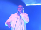 "Drake Performs ""One Dance"" & ""Hype"" On Saturday Night Live"