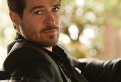 """Stream Album Snippets From Robin Thicke's """"Blurred Lines"""" [Update: Stream The Album In Full]"""