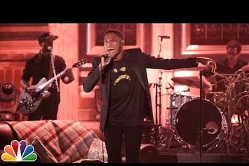 """Gallant Performs """"Weight In Gold"""" On Jimmy Fallon"""