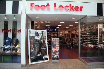 Group Of Theives Break Down The Doors Of A Brooklyn Foot Locker During Robbery