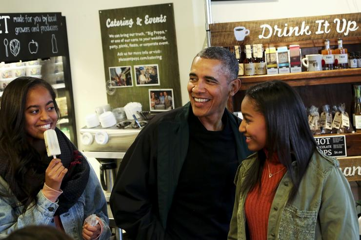 president obama with his two daughters