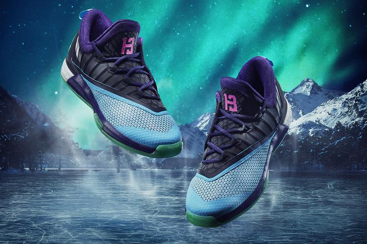 The adidas Crazylight Boost 2.5