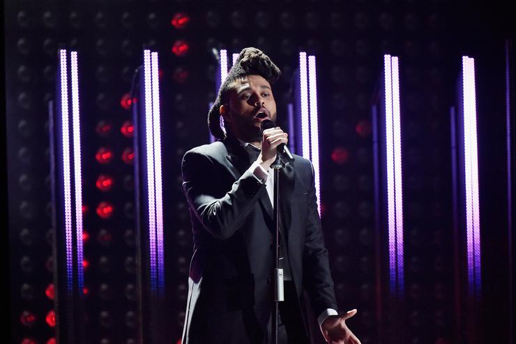 The weeknd performs at Grammys
