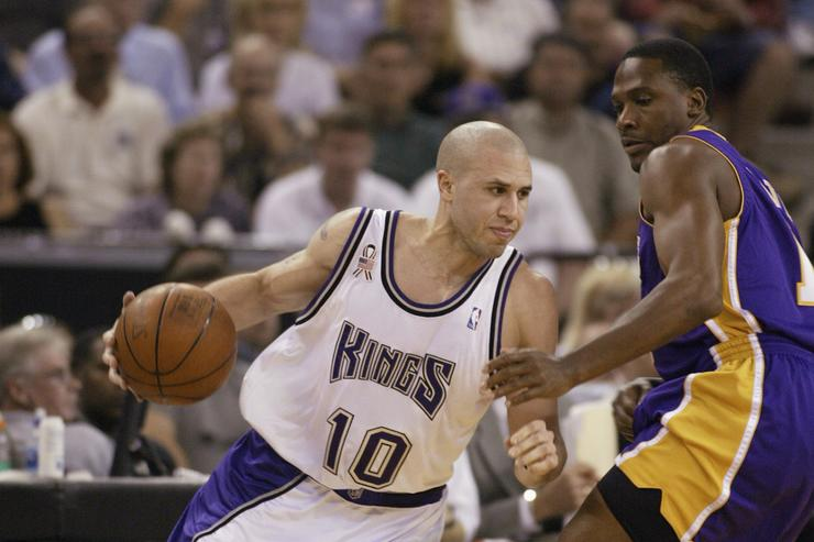 Point guard Mike Bibby #10 of the Sacramento Kings drives past guard Lindsey Hunter #10 of the Los Angeles Lakers in Game five of the Western Conference Finals during the 2002 NBA Playoffs at Arco Arena in Sacramento, California on May 28, 2002. The Kings won 92-91.